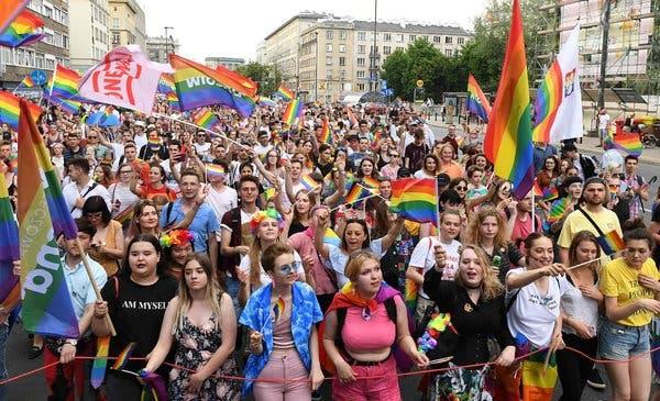 PRESIDENTE POLACO DICE QUE LA COMUNIDAD LGBT ES PEOR QUE EL COMUNISMO