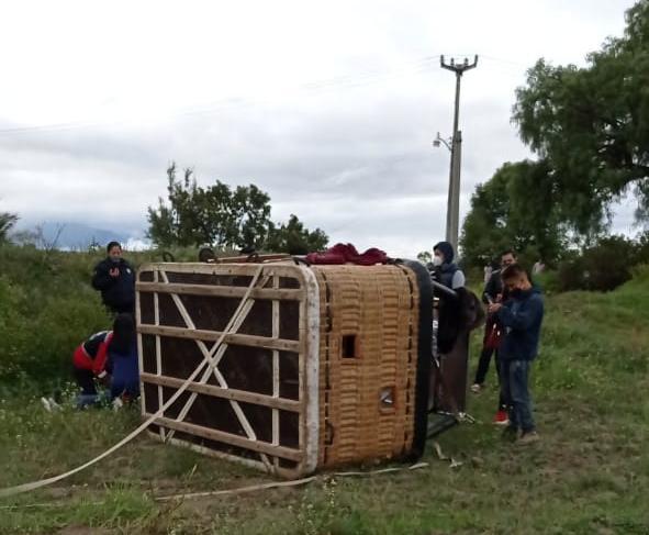 CAE GLOBO AEROSTÁTICO CON FAMILIA EN LA REGIÓN PIRÁMIDES
