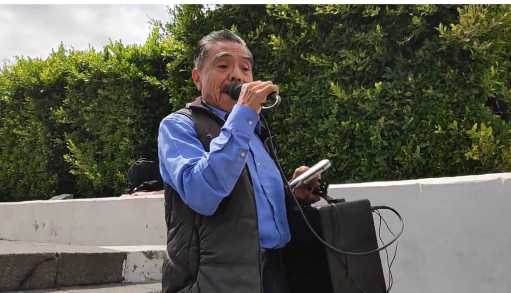 """JUAN HERNÁNDEZ """"EL SOLITARIO"""" BUSCA CONCIENTIZAR SOBRE LOS PROBLEMAS SOCIALES CON SUS CORRIDOS"""