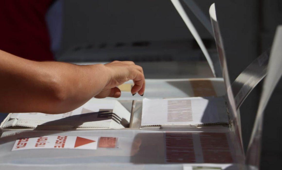 CUESTIONAN POR USO OBLIGATORIO DE CUBREBOCAS EN CASILLAS