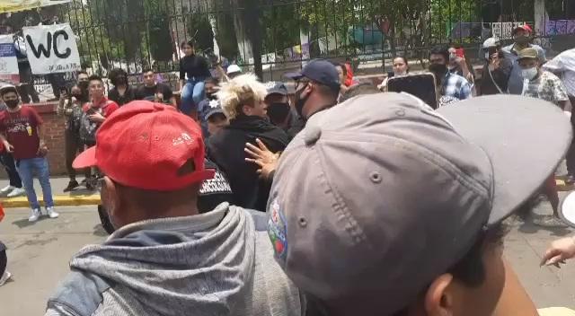 LIBERAN A MUJERES QUE SE ENFRENTARON CONTRA POLICÍAS EN CHICOLOAPAN