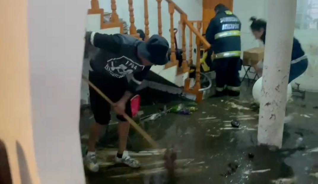 ATIZAPÁN DE ZARAGOZA: SALUD EDOMÉX ATIENDE A LA POBLACIÓN AFECTADA POR INUNDACIÓN