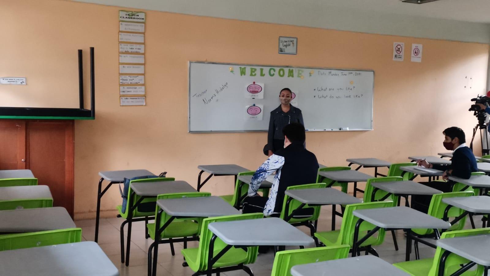 CON BAJA AFLUENCIA REGRESAN A CLASES EN EL VALLE DE MÉXICO