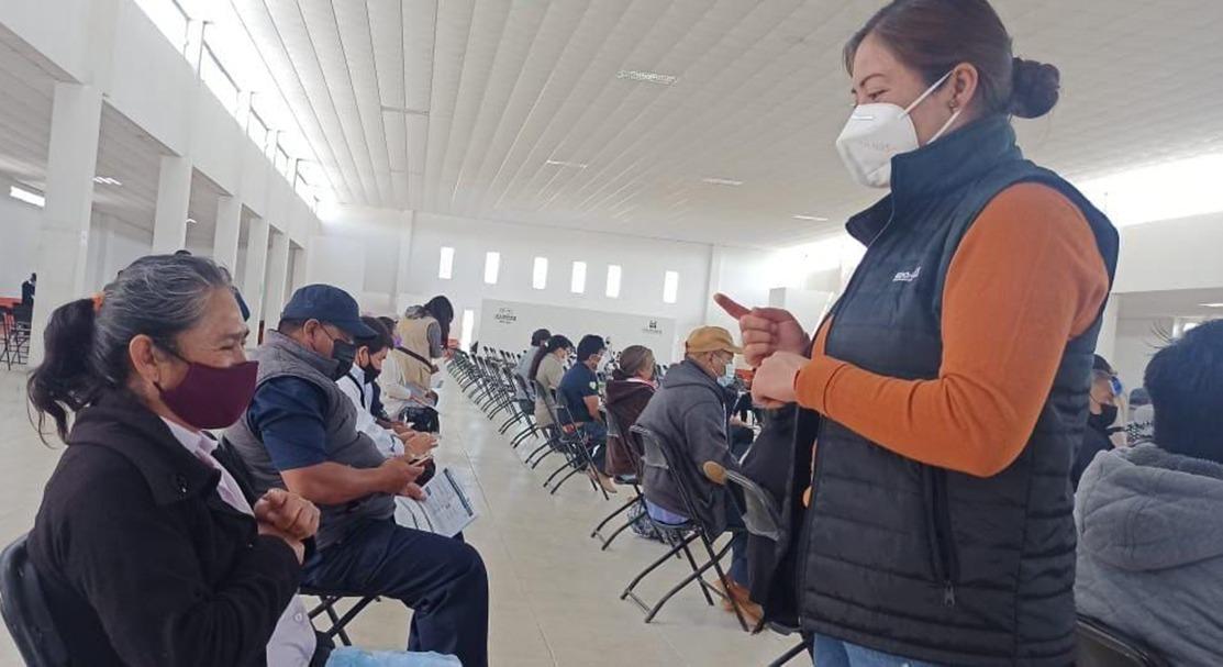IMPARTEN CAPACITACIÓN DE LENGUAJE DE SEÑAS A ADULTOS MAYORES